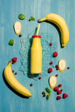 bottle with smoothie and berries