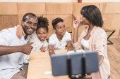 Fotografie afrikanisch-amerikanischen Familie in café