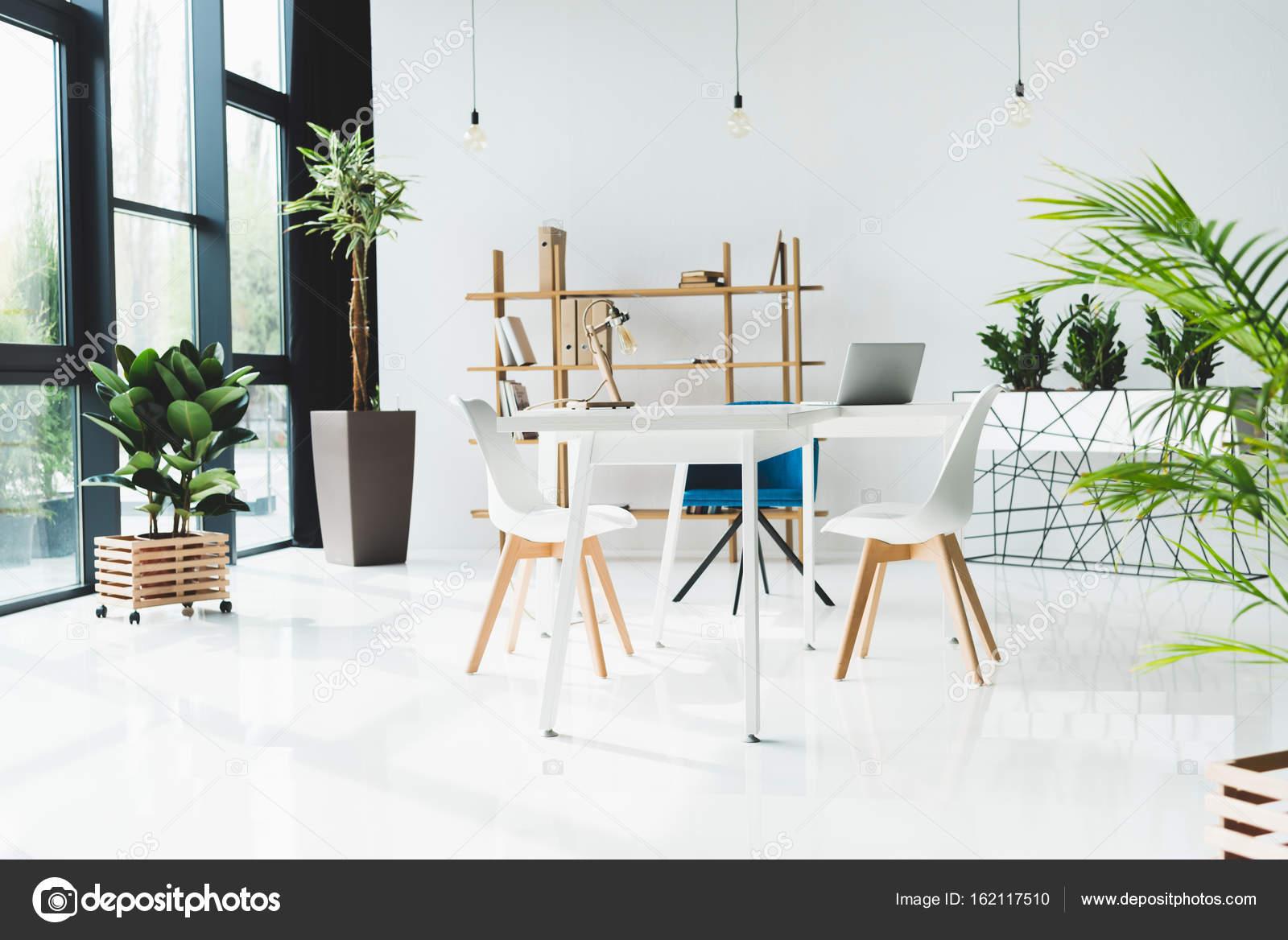 interior de la oficina moderna — Foto de stock © AlexNazaruk #162117510