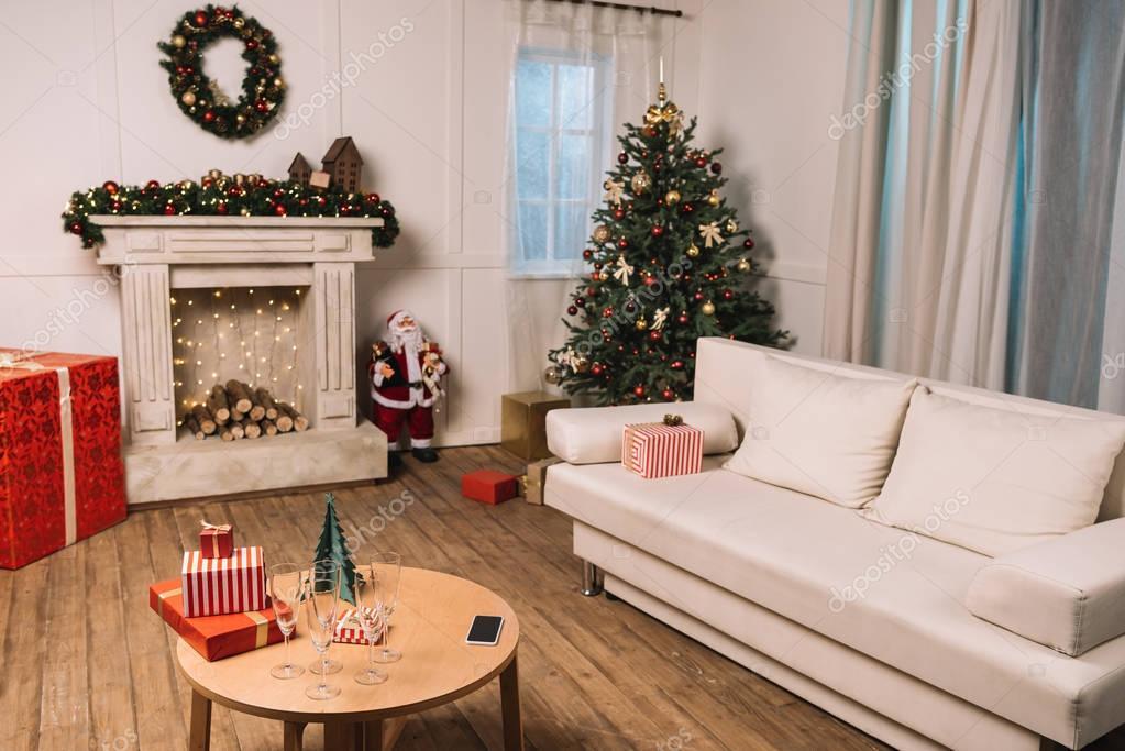 empty room with christmas tree