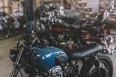 Fotografie motocykly v opravně