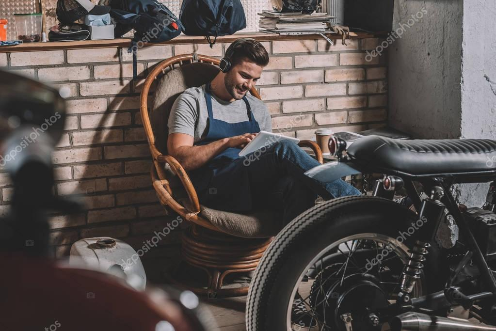 mechanic with tablet in repair shop