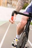 cyklista jedoucí na kole na cyklus závodní dráha