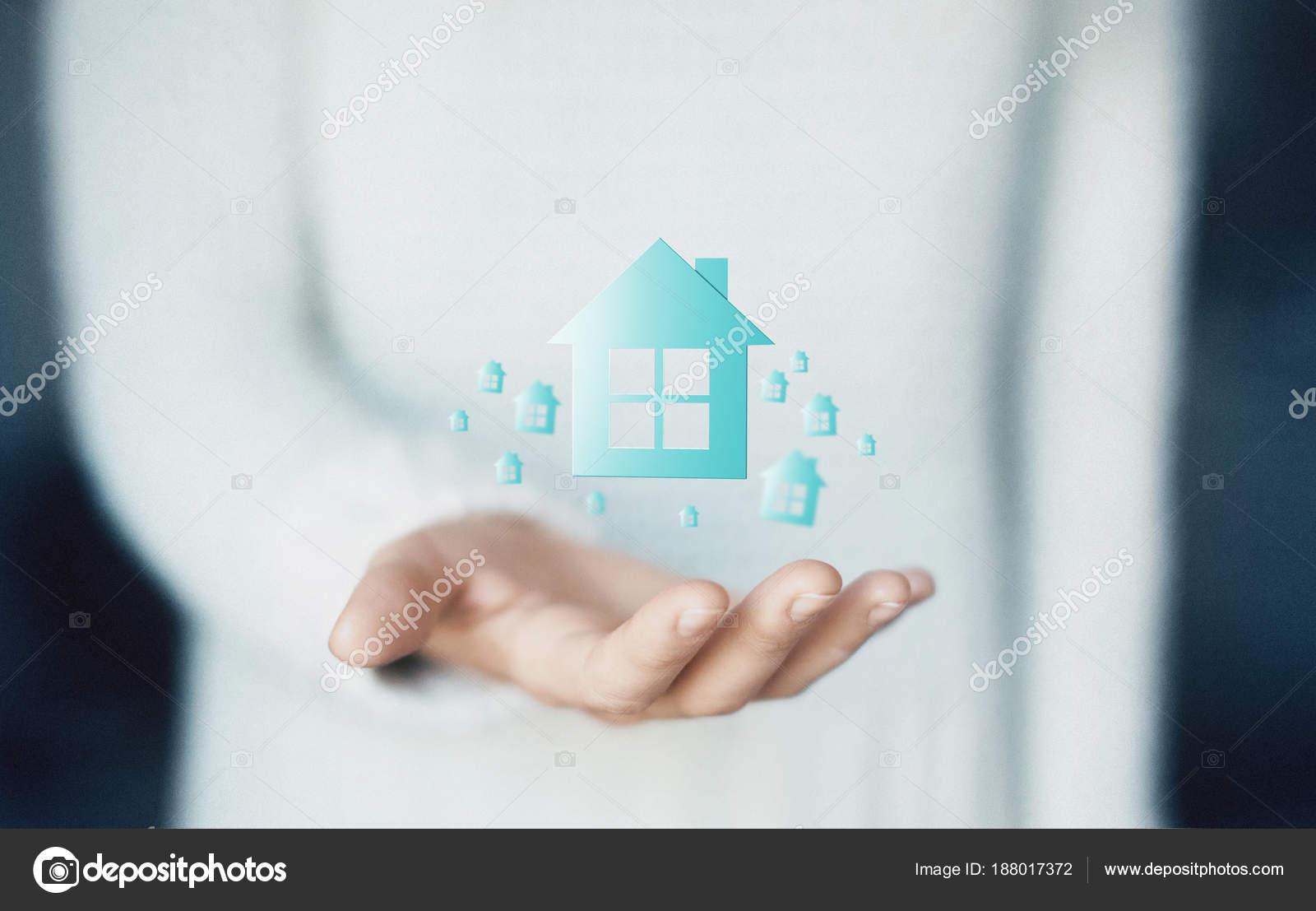 Haus Auf Der Seite Kaufen Wohnung Miete Oder Darlehen Stockfoto