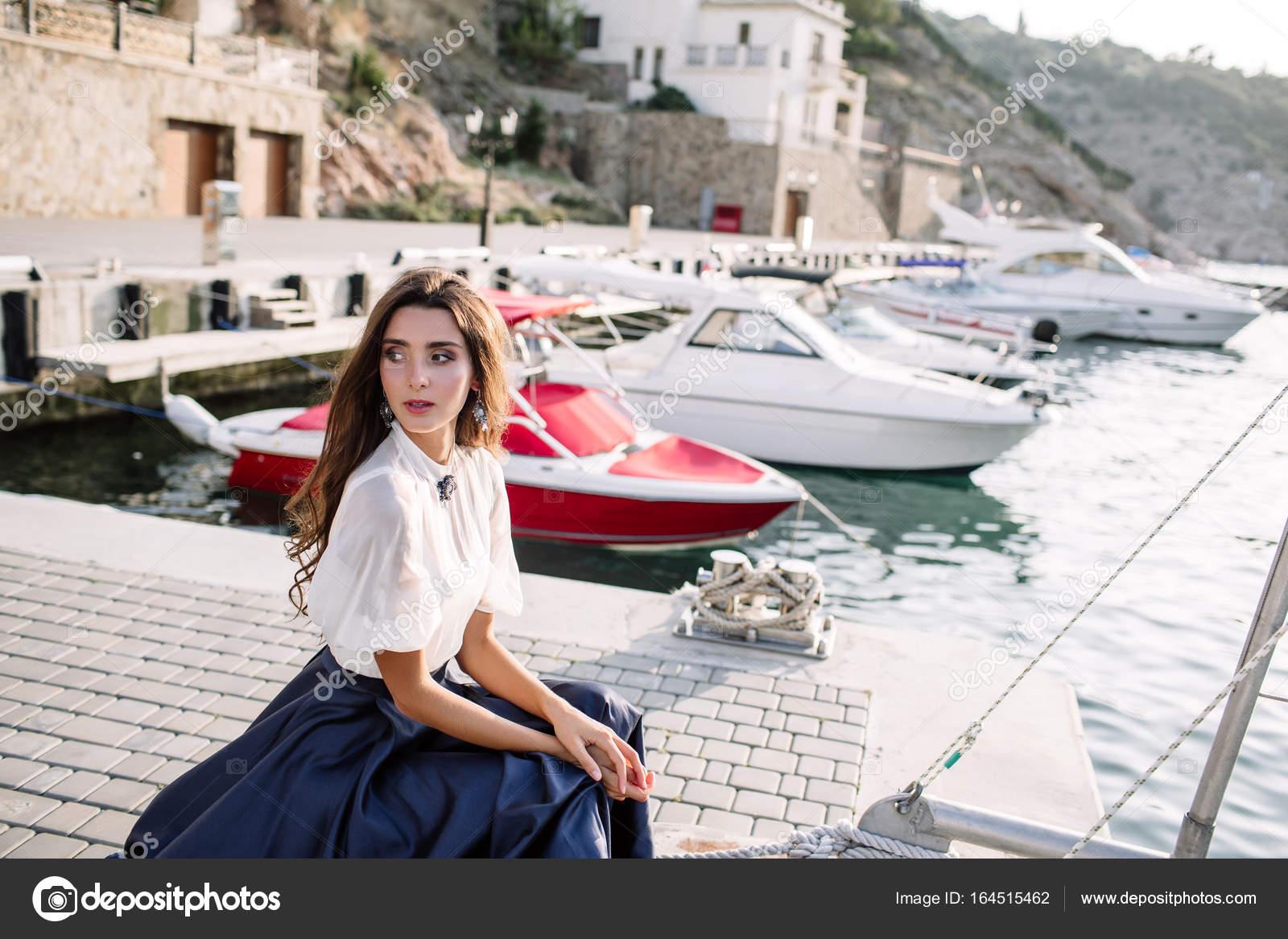 Влагалищу порно фото пристает к девушке на яхте девки очко форум