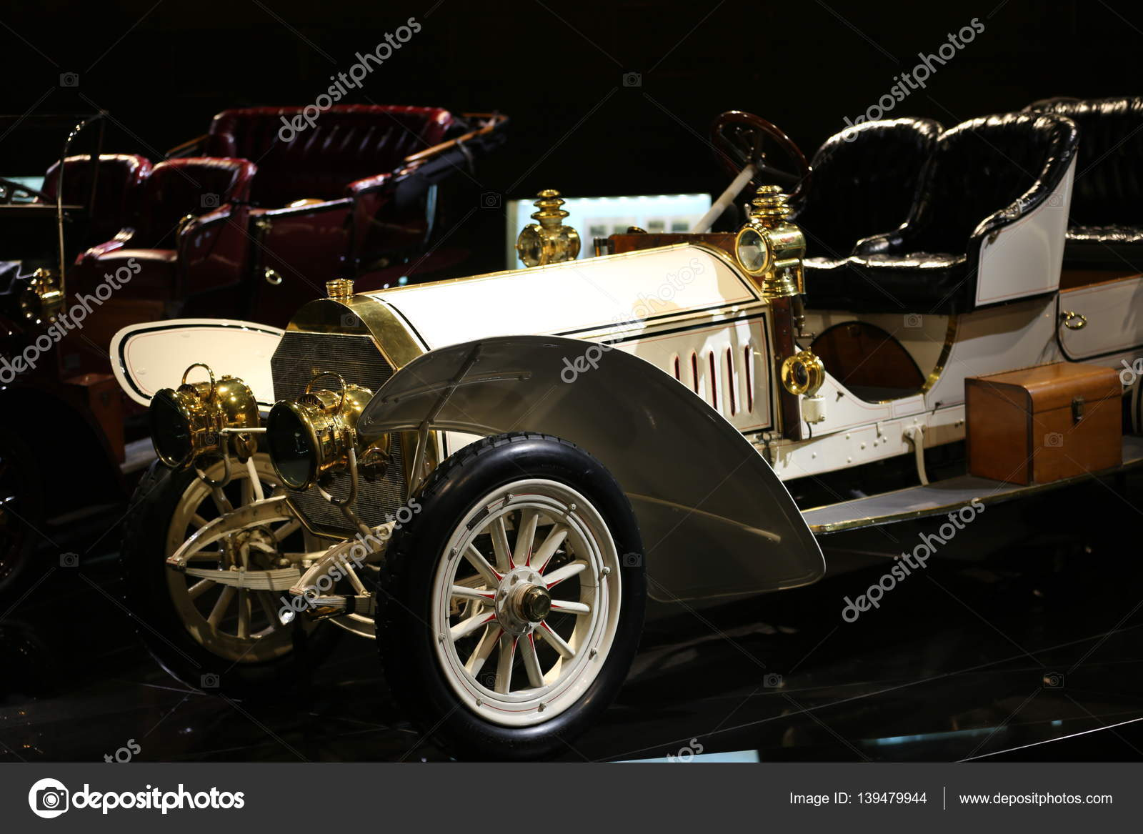 Old and new cars – Stock Editorial Photo © bodrumsurf #139479944
