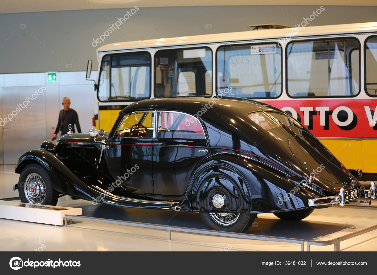 Old and new cars – Stock Editorial Photo © bodrumsurf #139481032