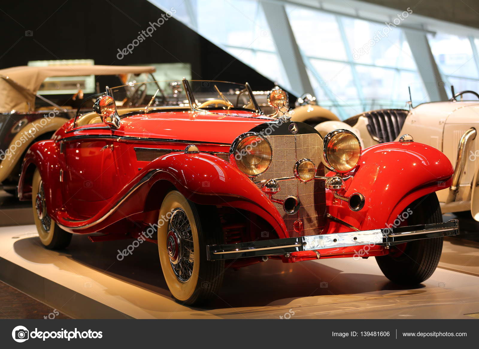 Old and new cars – Stock Editorial Photo © bodrumsurf #139481606