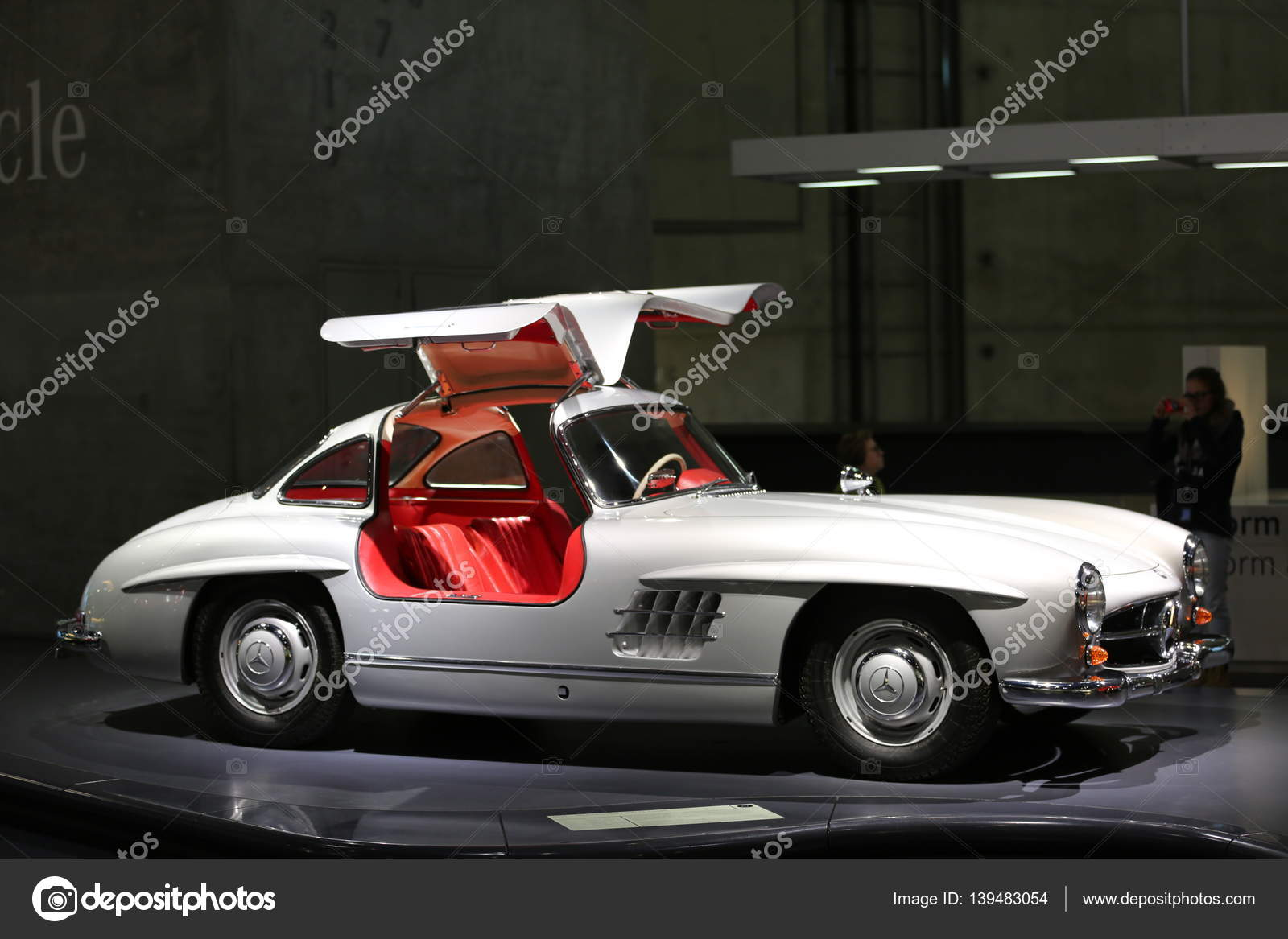 Old and new cars – Stock Editorial Photo © bodrumsurf #139483054