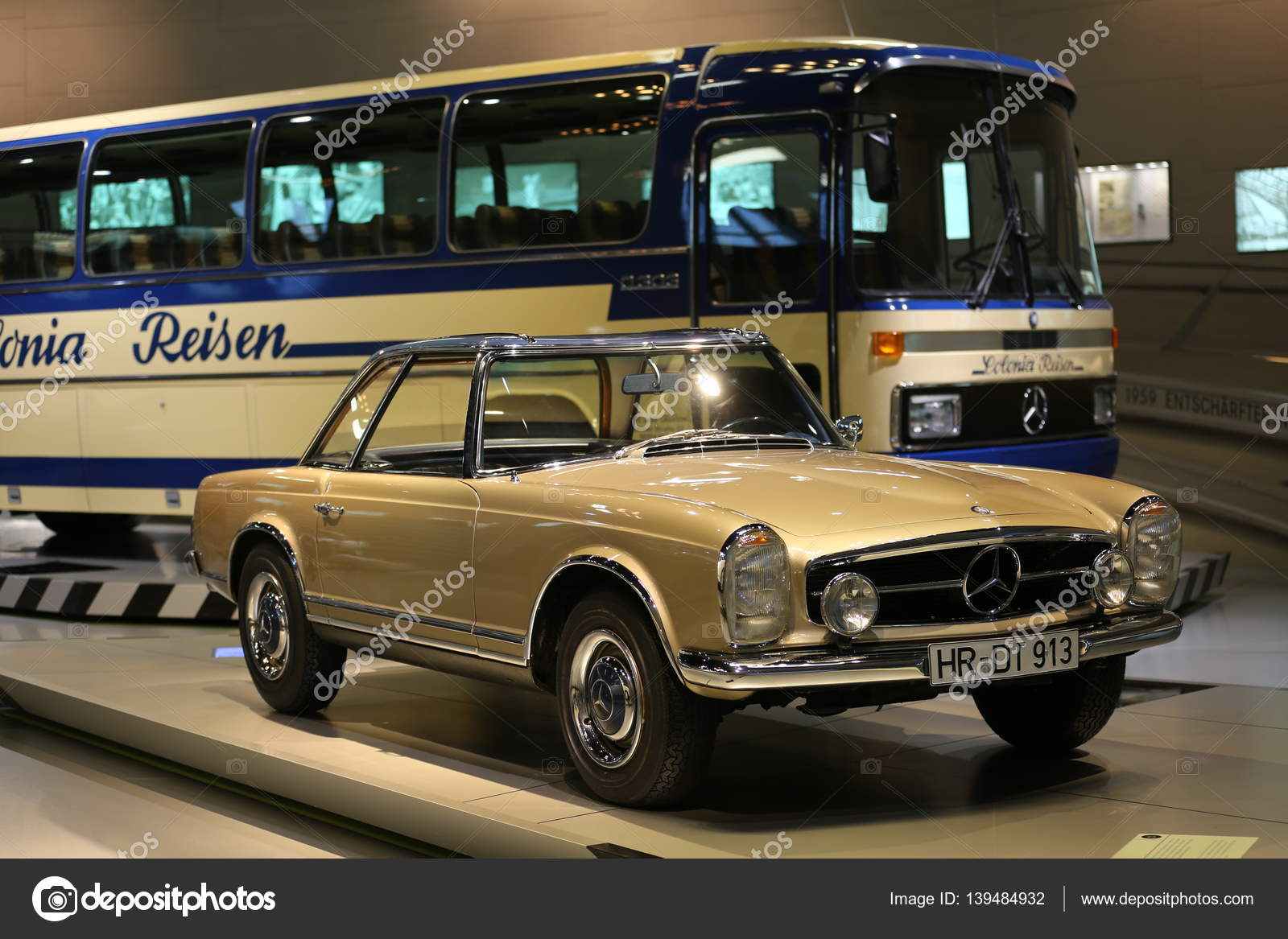 Old and new cars – Stock Editorial Photo © bodrumsurf #139484932