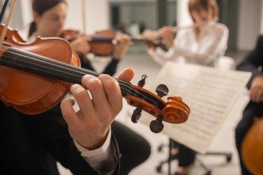 confident violinist playing instrumen