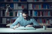 Chytrý muž studovat v noci