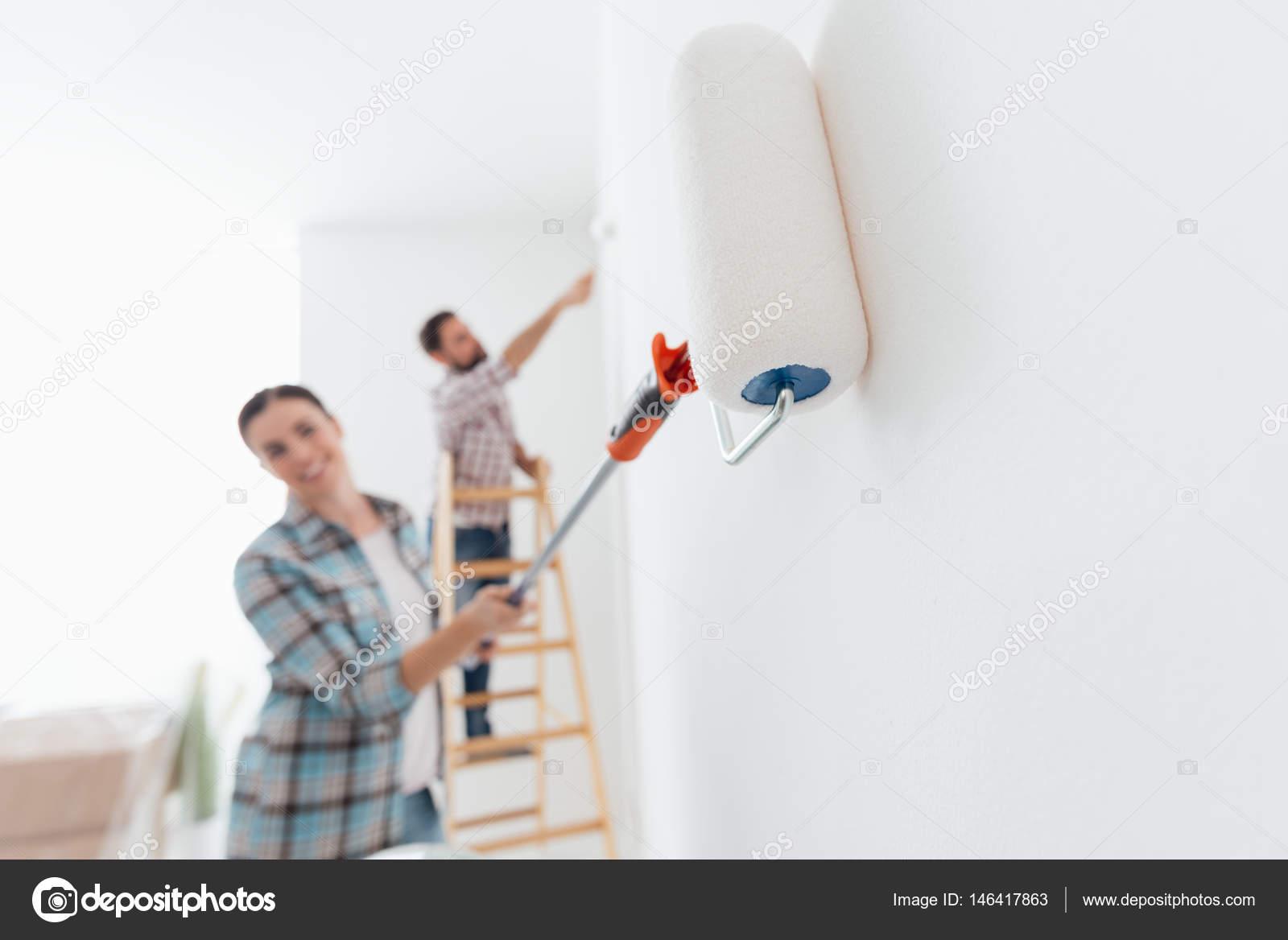 paar Gemälde neue Haus Innenräume — Stockfoto © stokkete #146417863