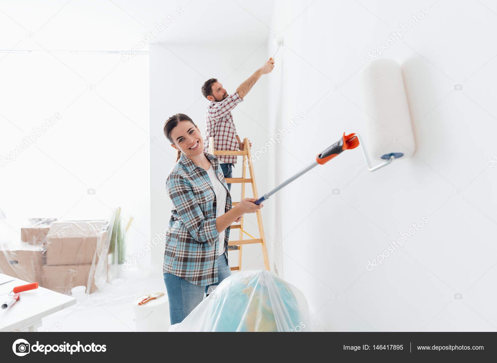 paar Gemälde neue Haus Innenräume — Stockfoto © stokkete #146417895