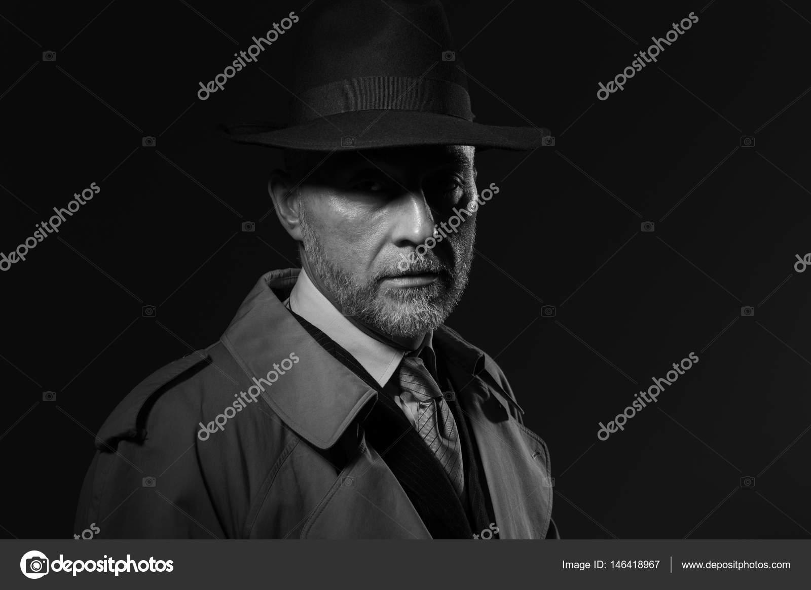 Mann Mit Hut Und Trenchcoat Stockfoto C Stokkete 146418967