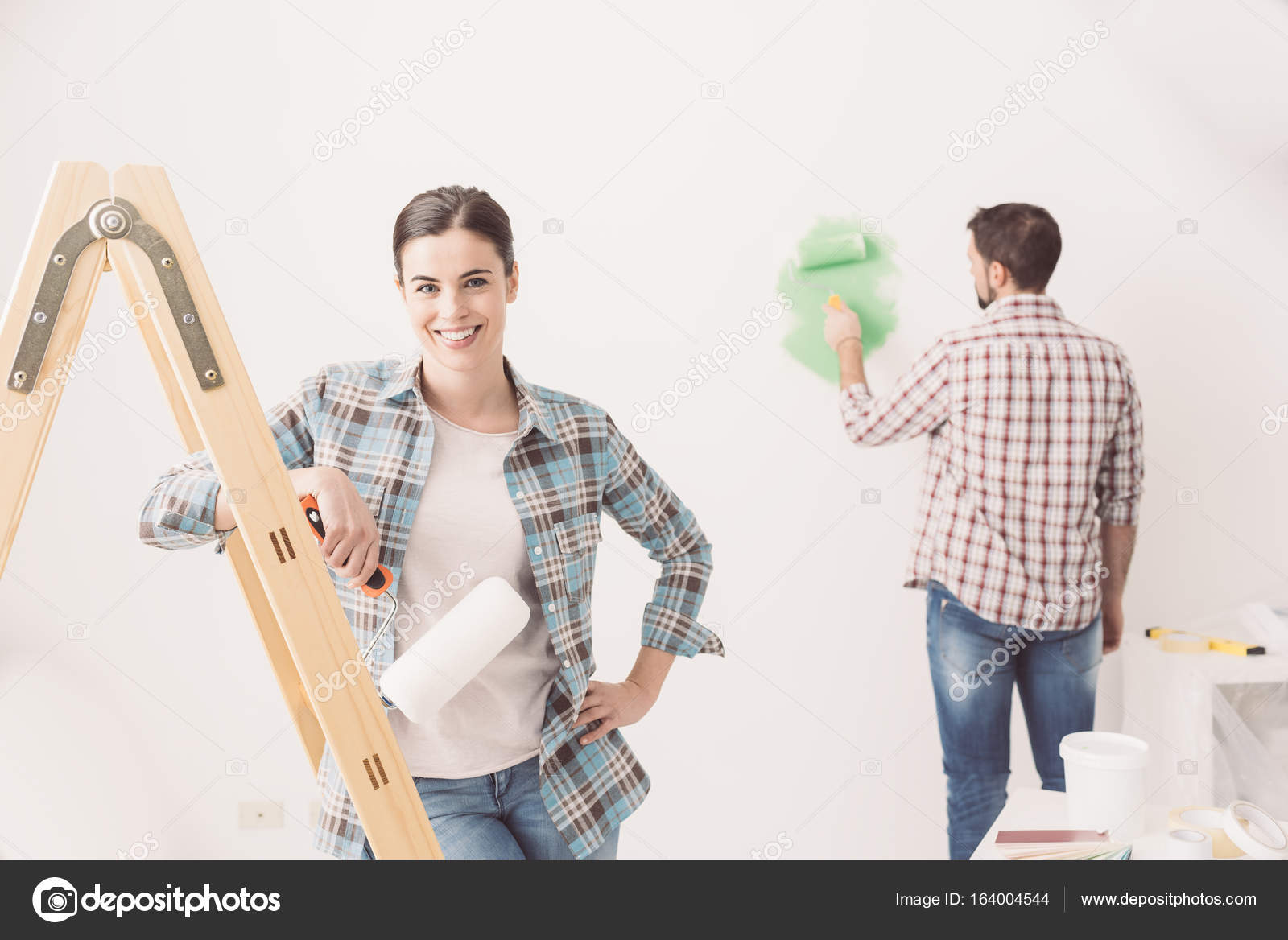 young couple redecorating new house — Stock Photo © stokkete #164004544