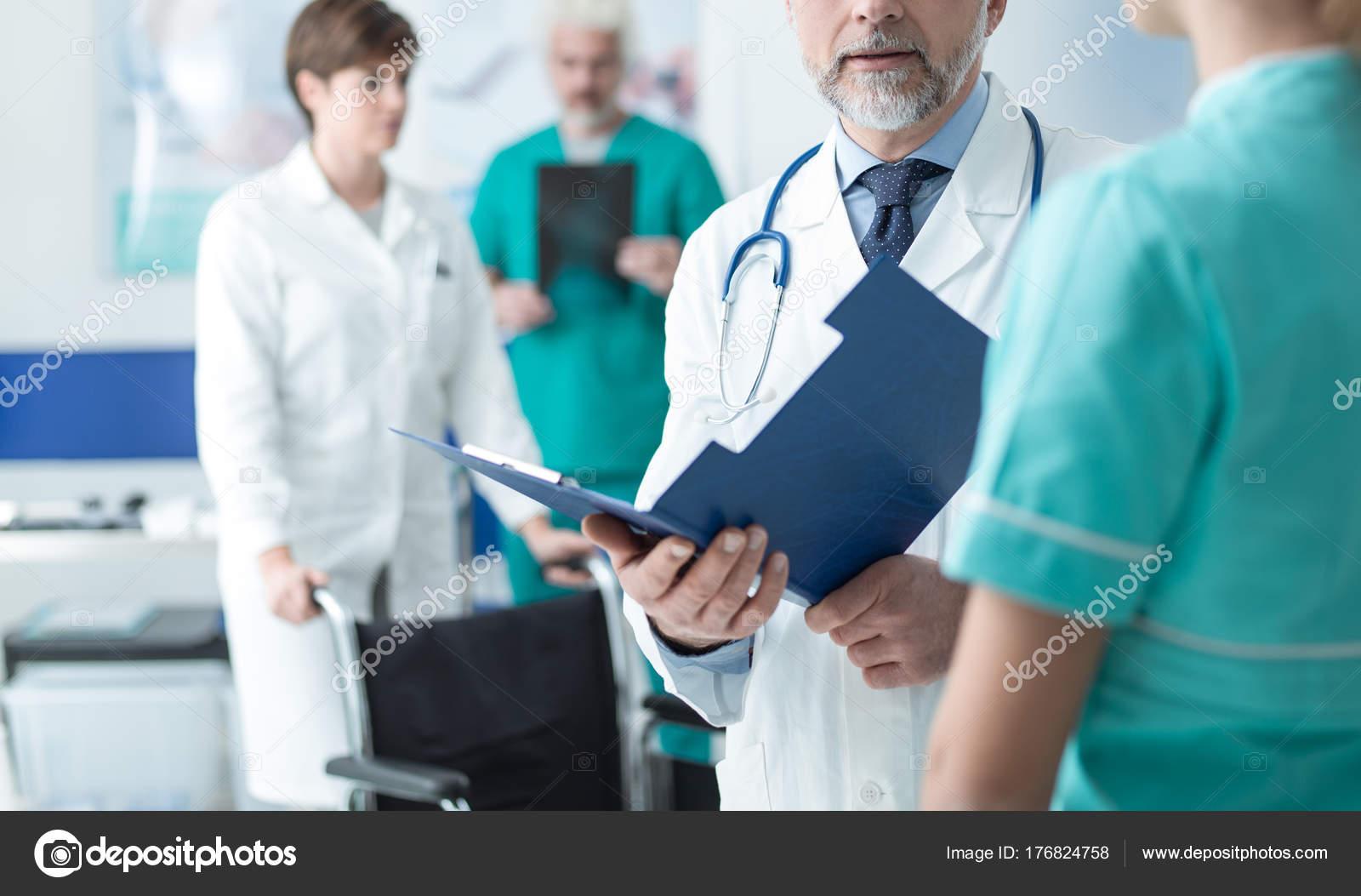 Medecin Professionnel Personnel Medical Travaillant Hopital Examine