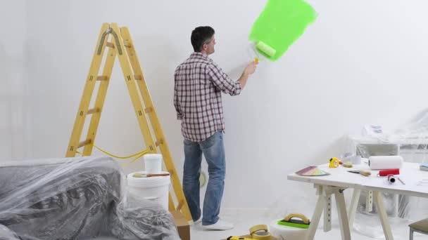 Pittura pareti interne a casa delluomo — Video Stock © stokkete ...