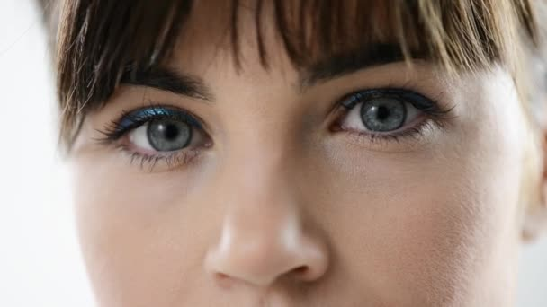 Női kék szeme közelről