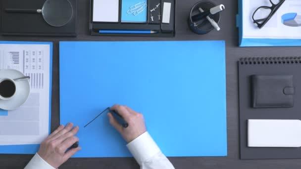 Podnikatel, kreslení finanční grafu