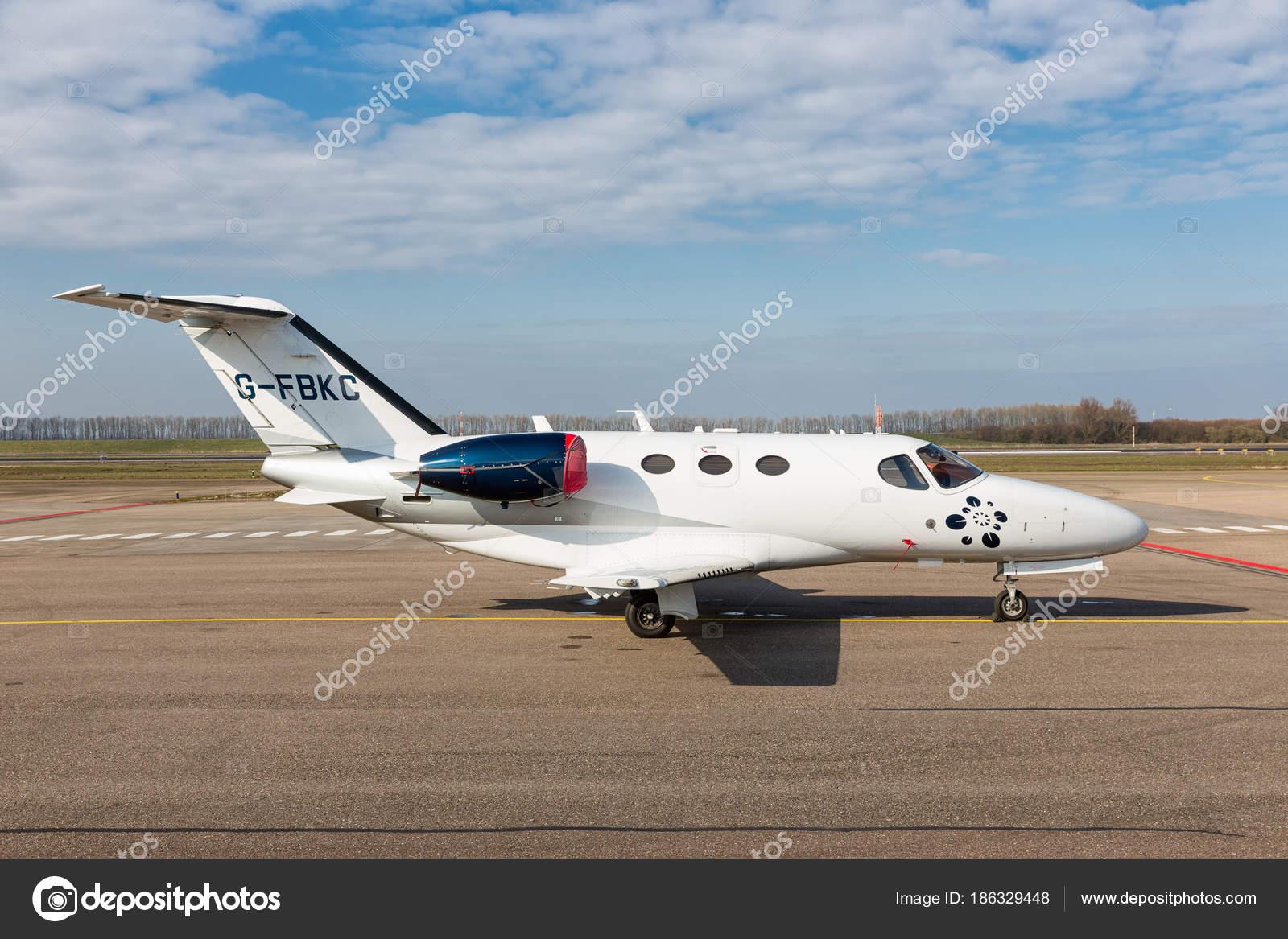 голландский Lelystad аэропорт с частным Cessna Citation
