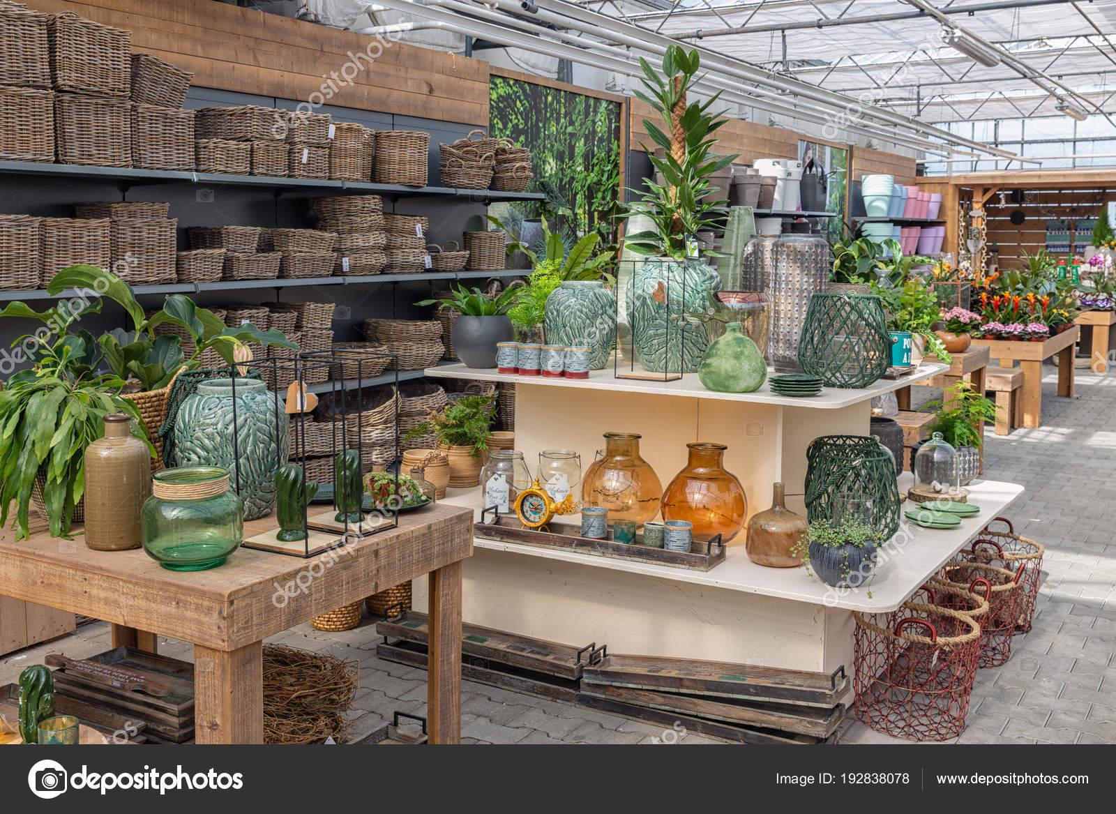 Tienda de jard n venta de plantas y accesorios como for Macetas decorativas para exteriores
