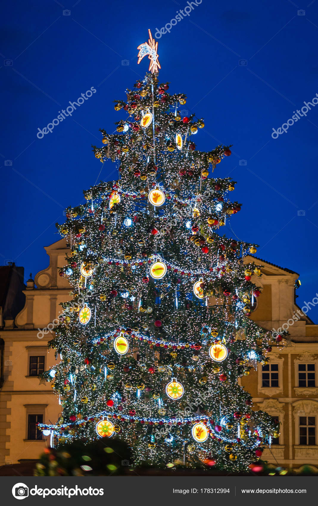 Christmas tree on Prague Old Town Square – Stock Editorial Photo ...