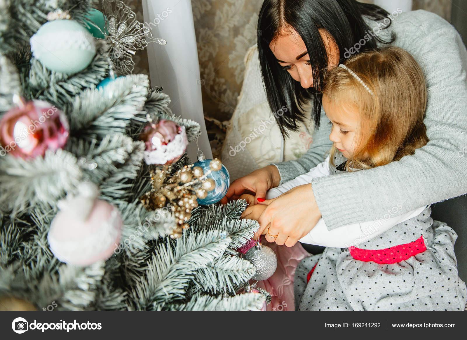 M re et fille de d corent le sapin de no l photographie - Photo de mere noel a telecharger ...