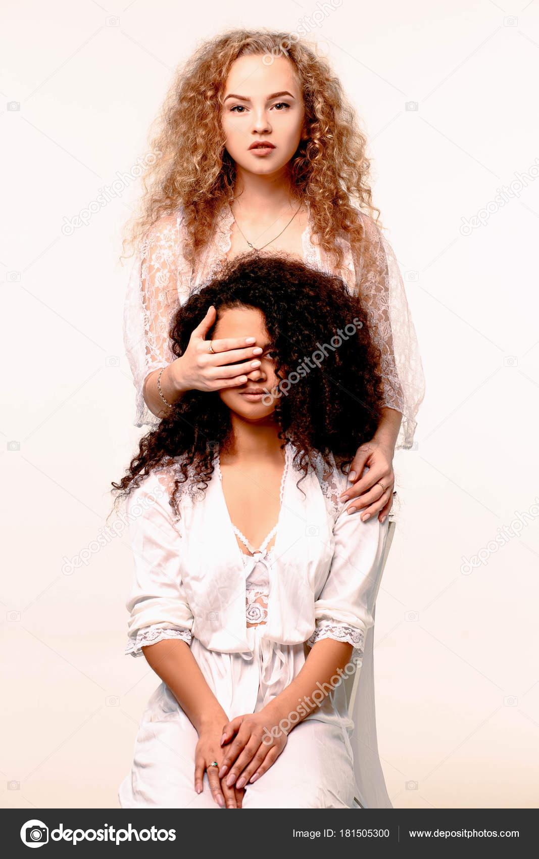 Девушка блондинка фото одна девушка