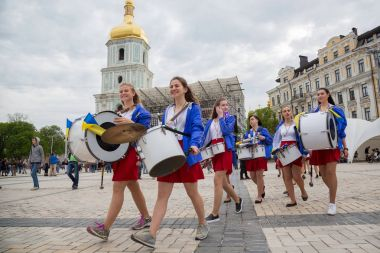 Young girls with drums