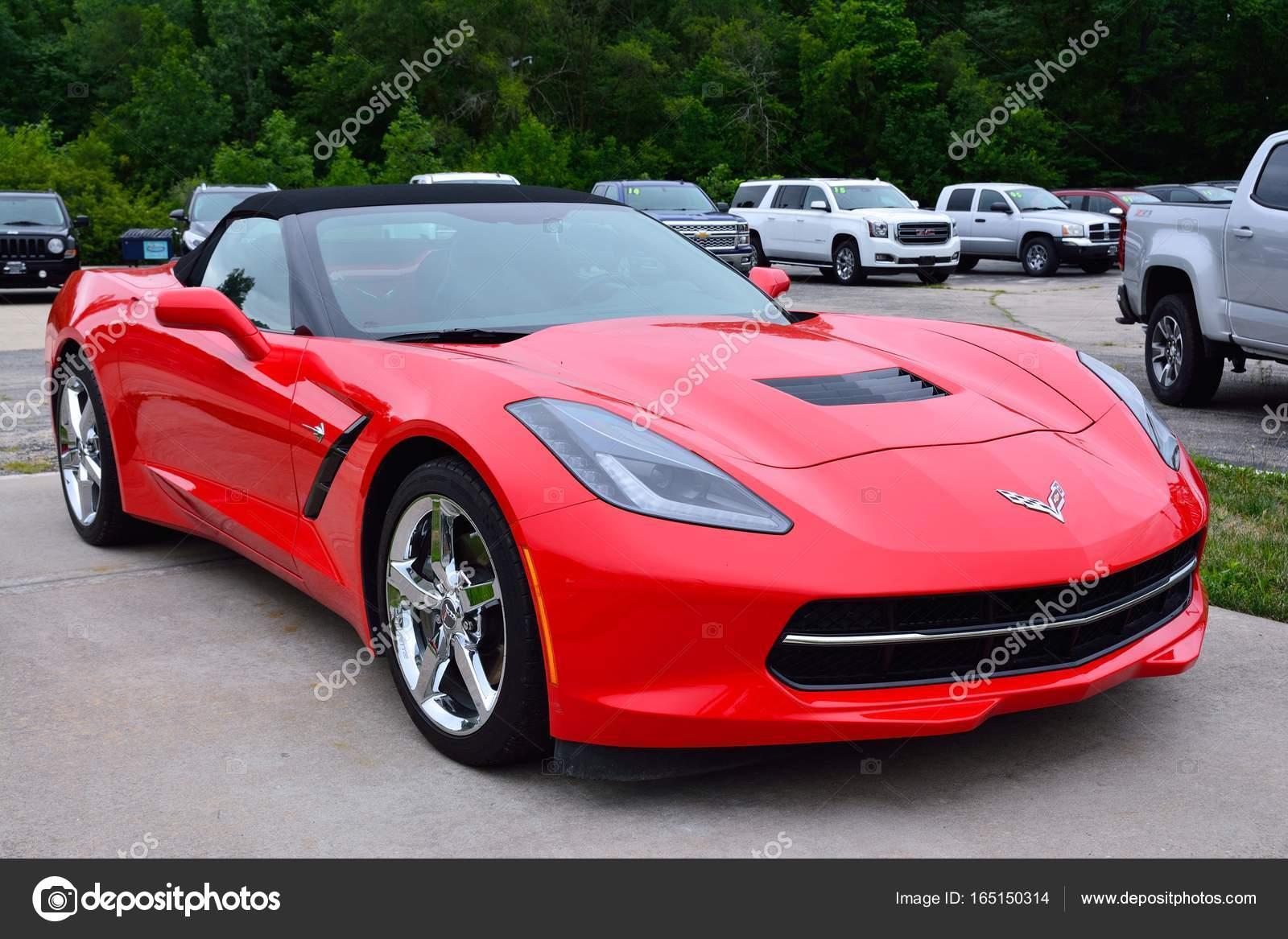 voiture de sport rouge am ricain chevrolet corvette. Black Bedroom Furniture Sets. Home Design Ideas