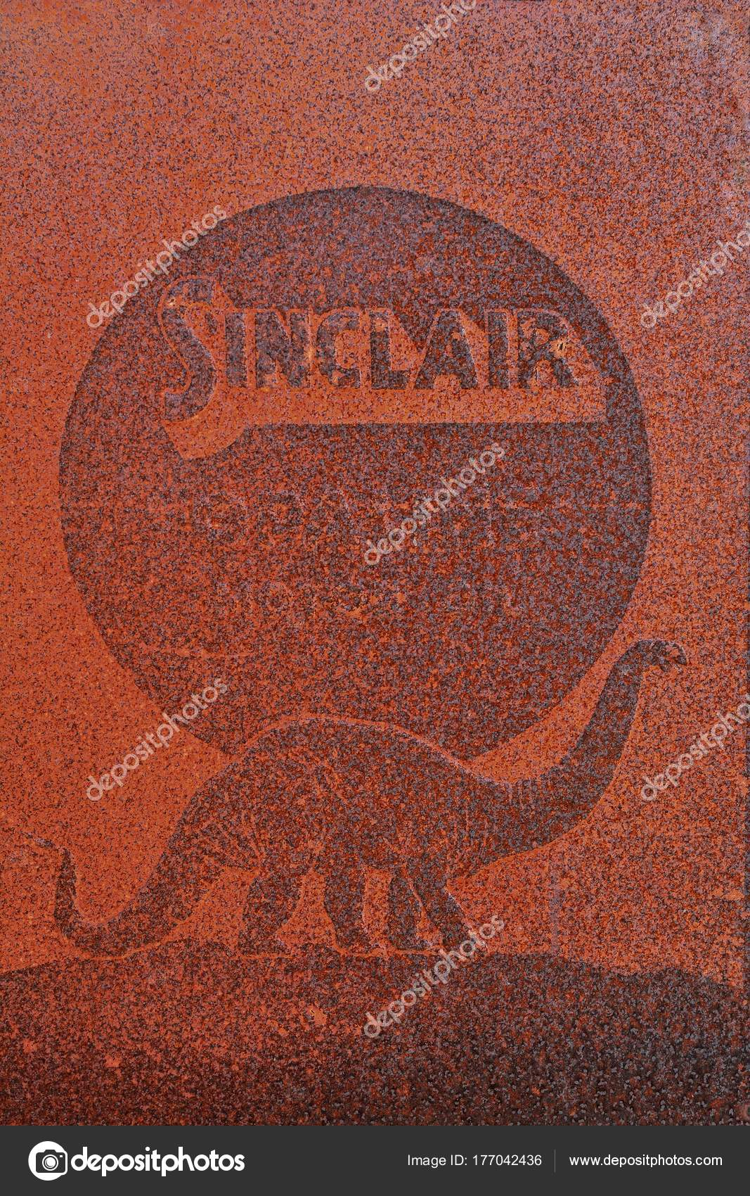 Sinclair Oil Gas Station Old Sign And Logo Stock Editorial Photo