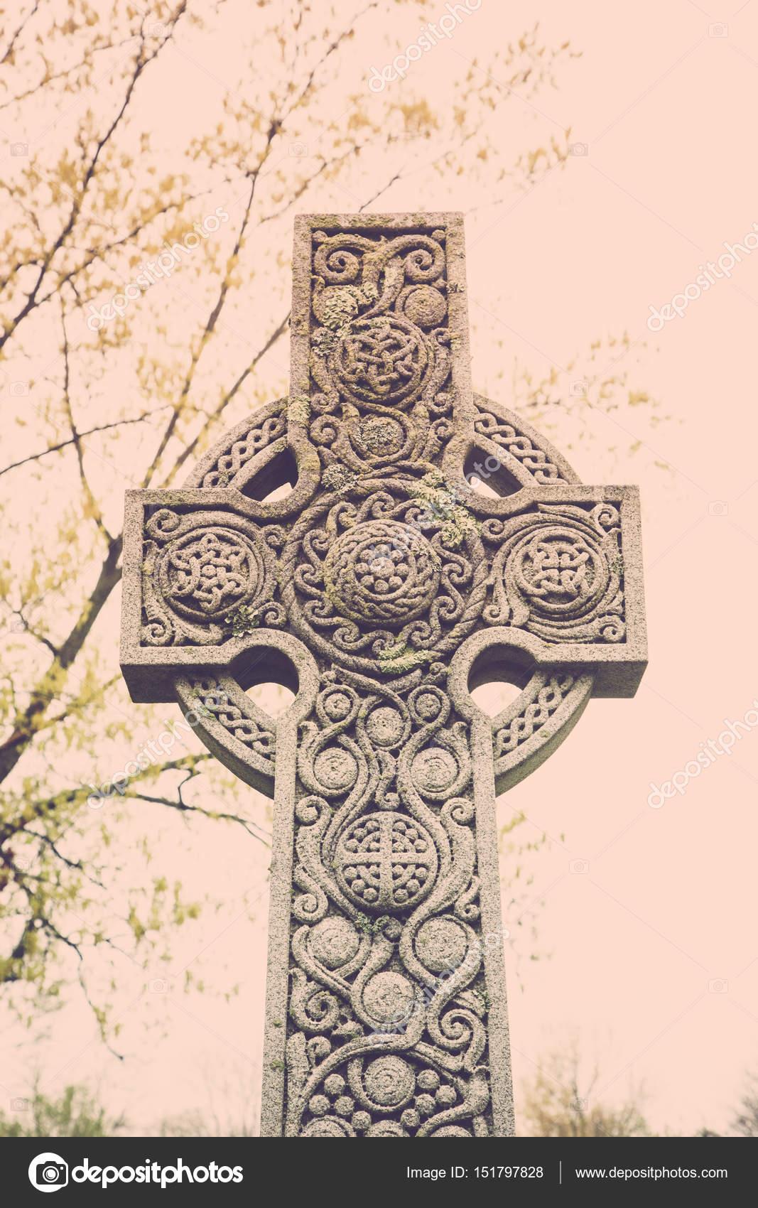 lápida de la Cruz celta — Fotos de Stock © luvemak #151797828