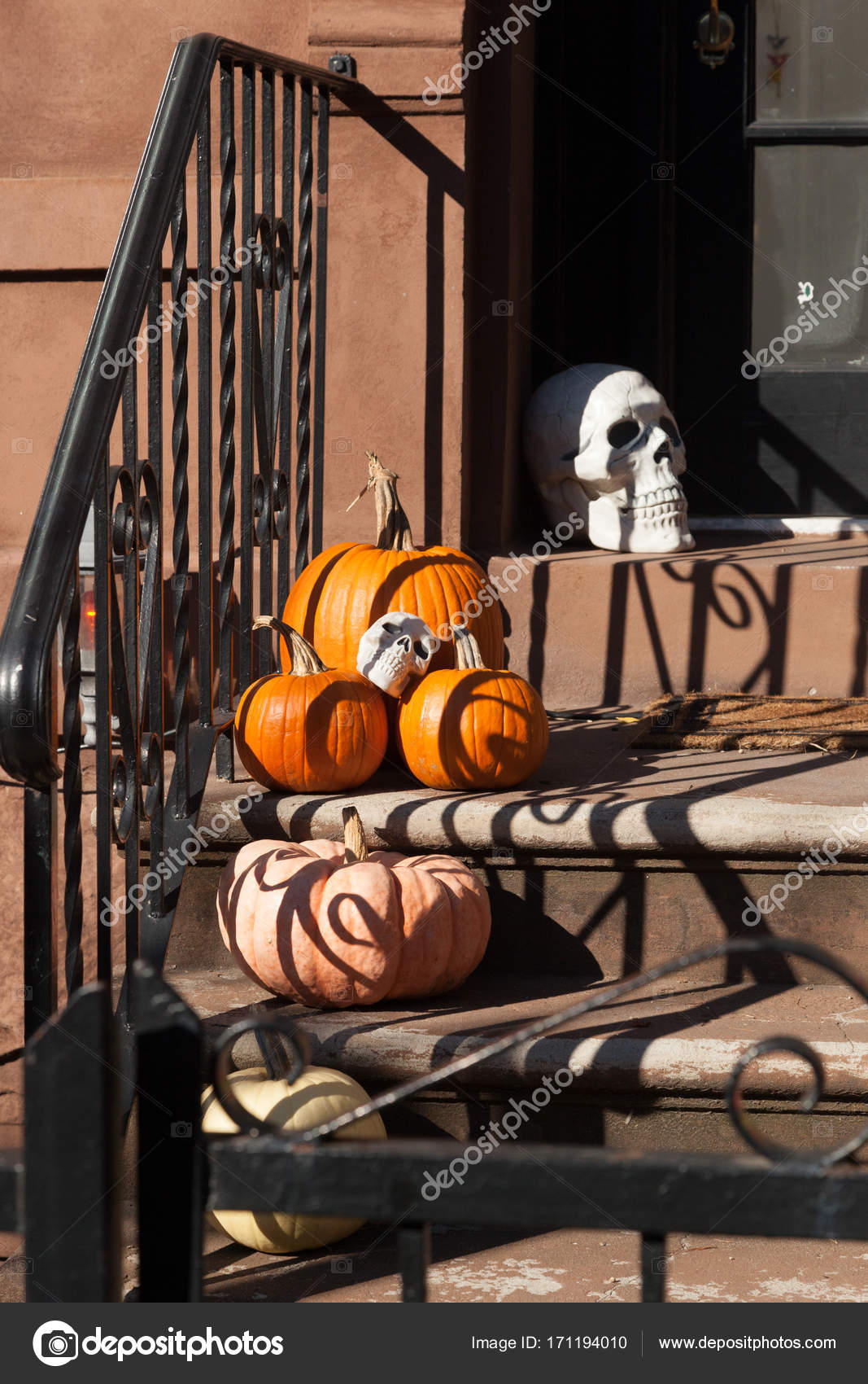 Hoboken Halloween Decorating – Stock Editorial Photo © luvemak ...