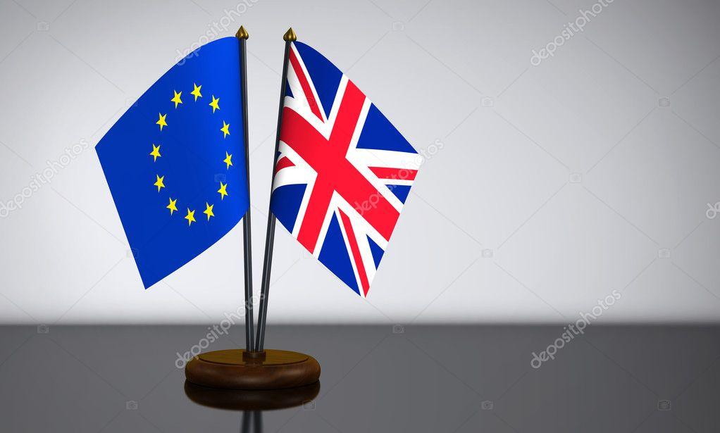 Union Jack y banderas de escritorio de la Unión Europea — Fotos de ...