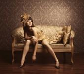 portrét krásné luxusní elegantní modely ve zlatě