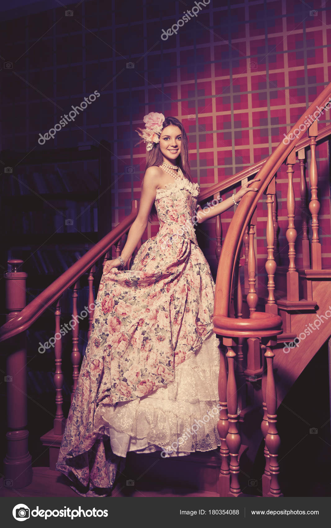 Joven sonriente mujer hermosa vintage de lujo vestir elegante — Foto ...