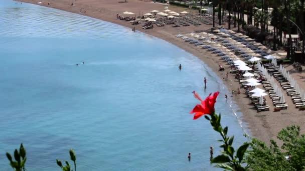Turistler Marmaris İçmeler plajda eğlenmek