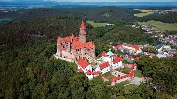Létání nad hradem Bouzov, Česká republika