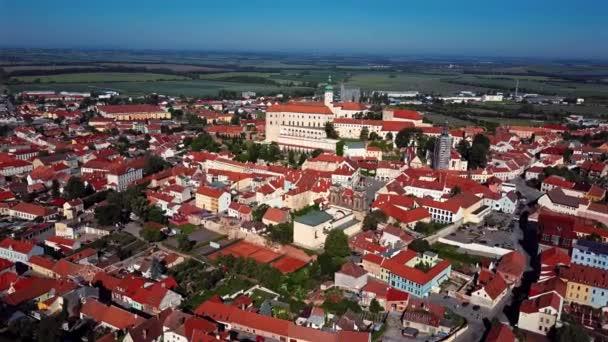 Let nad městem Mikulov, Jižní Morava, Česká republika