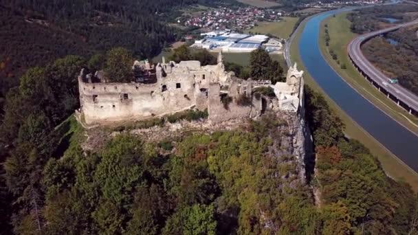 Lítám po Povážský hrad, Slovensko