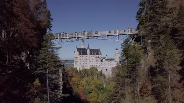 Flug nach Schloss Neuschwanstein, Bayern, Deutschland. Unberührte Protokollformat