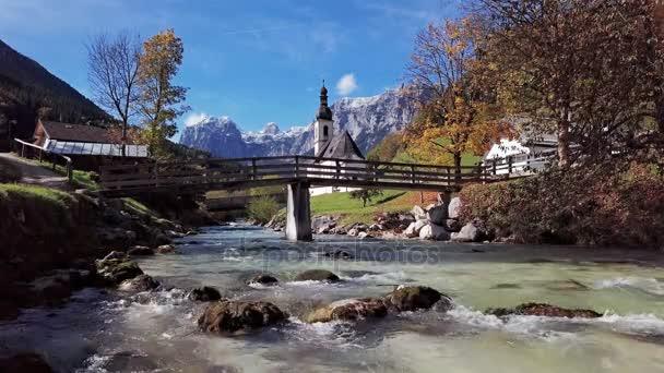 Blick auf die Kirche in der Ramsau, Berchtesgaden, Deutschland.