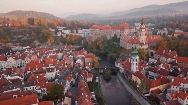 Staré město Český Krumlov z vrcholu na ráno