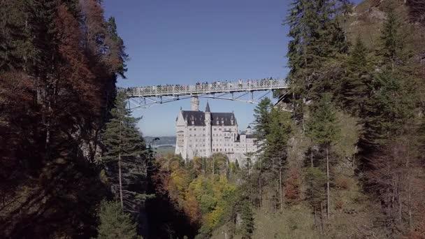 Blick auf Schloss Neuschwanstein, Bayern, Deutschland. Unberührte Protokollformat