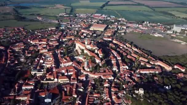 Let nad centrum starého města Mikulov, Česká republika