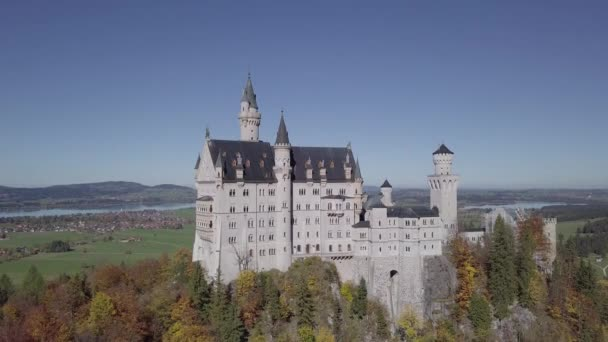 Blick auf Schloss Neuschwanstein, Bayern, Deutschland. Unberührte Protokollformat.