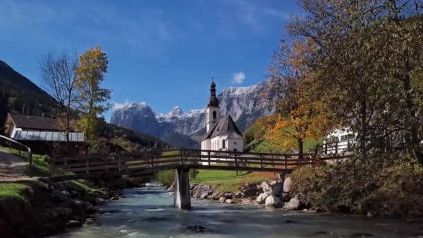 Blick auf Kirche in Ramsau, Berchtesgaden, Deutschland
