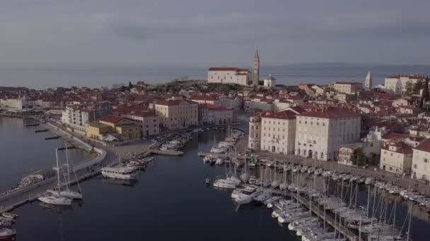 Letecký pohled na Piran, Slovinsko. Nedotčené formát protokolu
