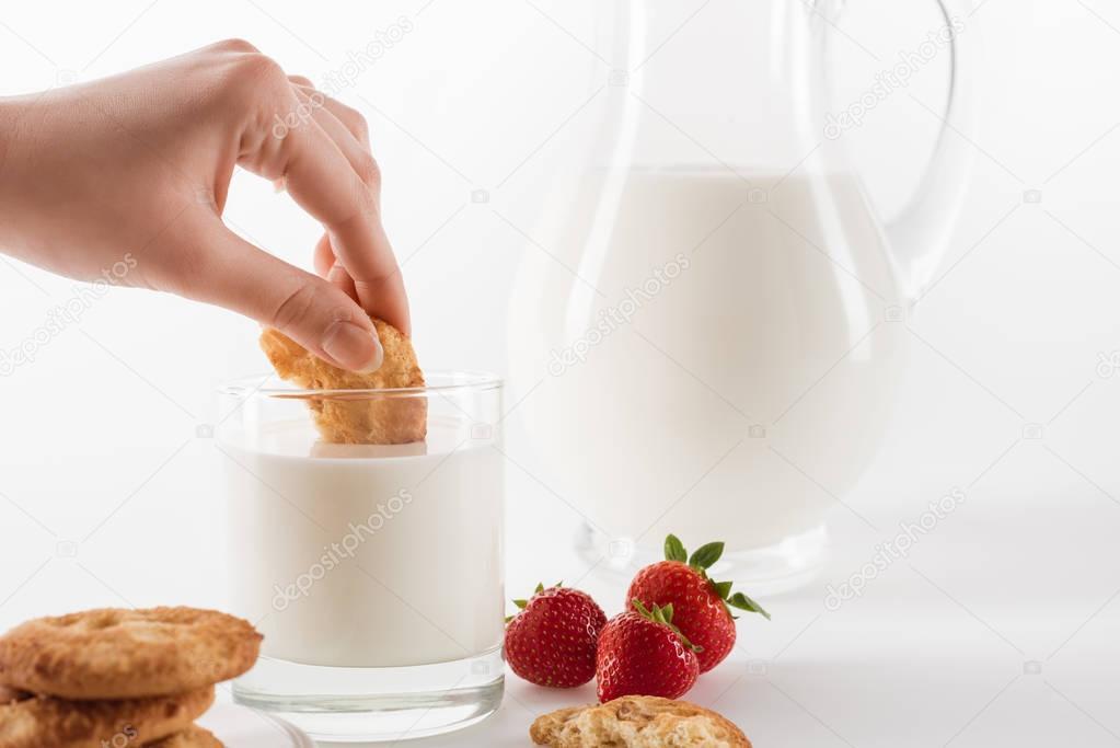 Fresh milk with cookies